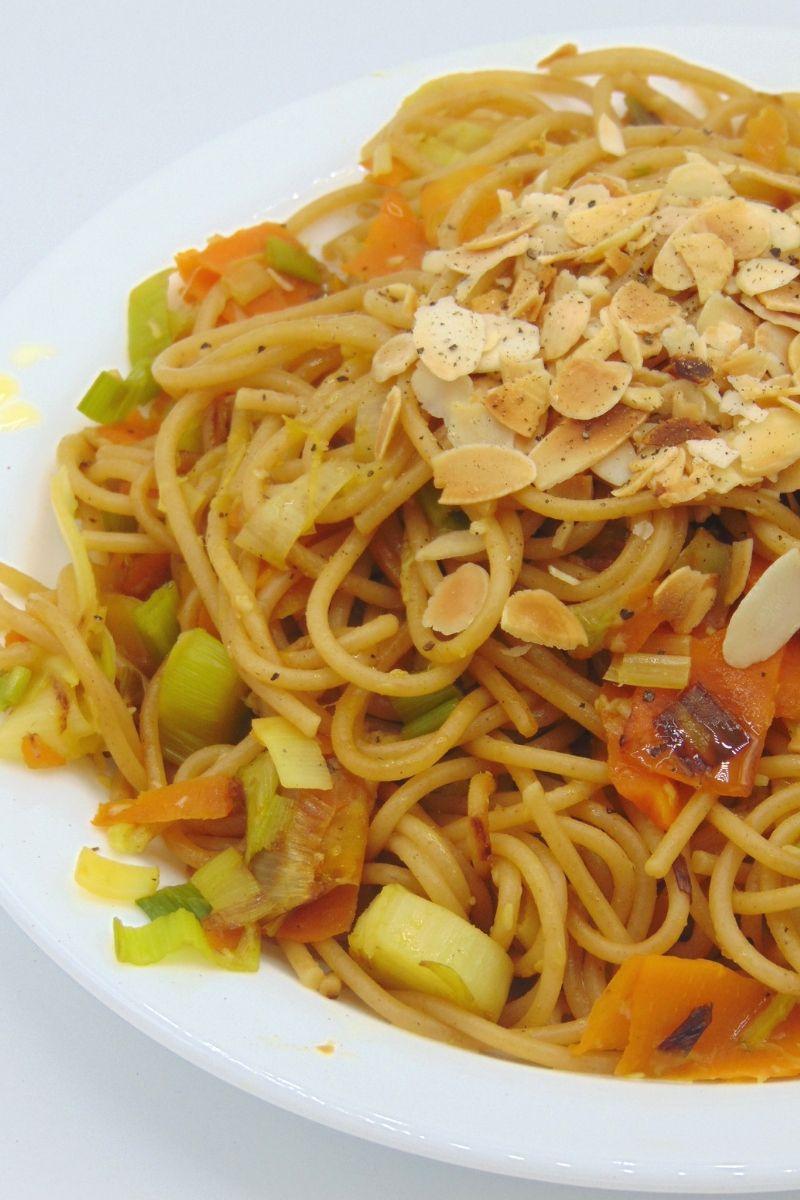 Espaguetis Con Verduras Y Almendras Tasty Details Receta Espagueti Con Verduras Espaguetis Verduras