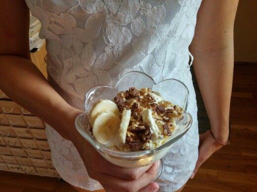 Banana cereal and tiramisu/vanila ice cream