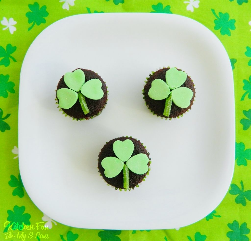 Kitchen Fun With My 3 Sons: Easy St. Patrick\'s Day Clover Cupcakes ...
