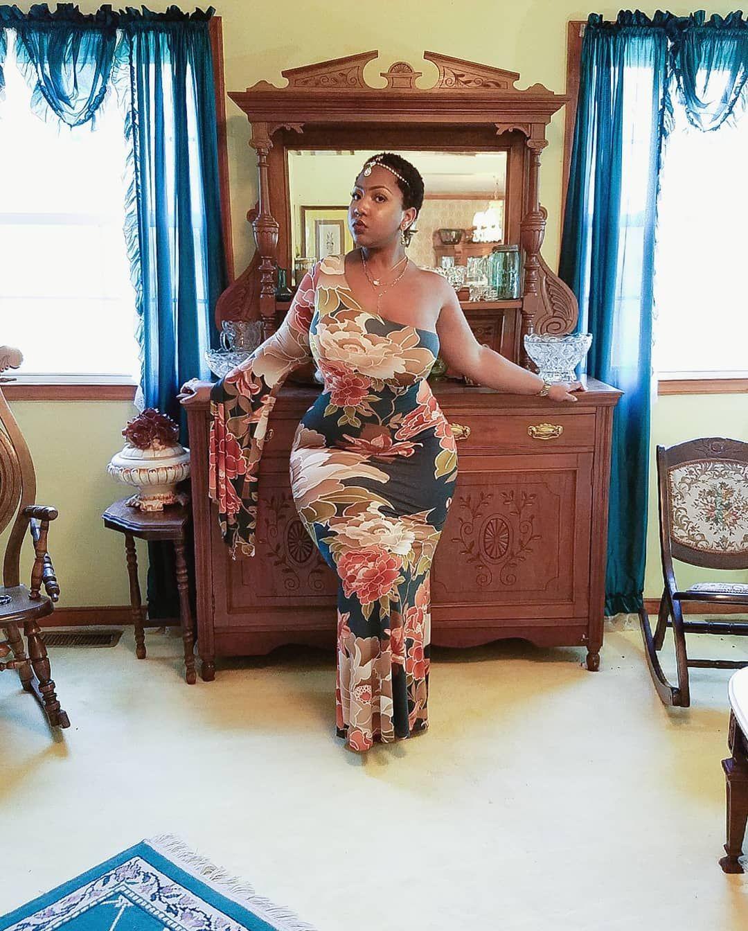 "96e0c40a229b9 The Ivorian Barbie™ 🇨🇮 on Instagram  ""Exude Elegance 🏺 👗   gitionline   ad"""