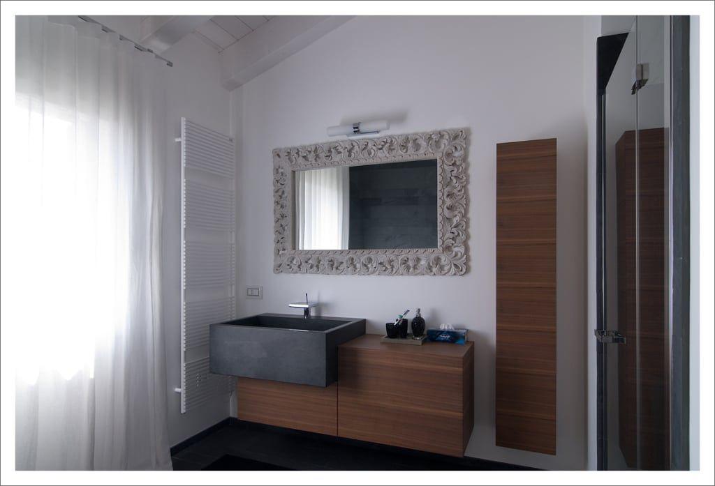 Zgo bagno in stile in stile moderno di aldena arredare il bagno
