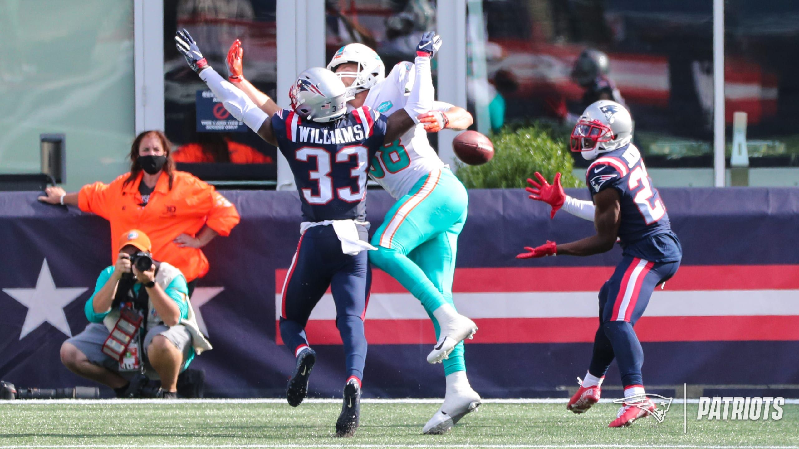 Top 5 Photos From Patriots Vs Dolphins Presented By Carmax In 2020 Patriots Patriots Vs Dolphins Photo