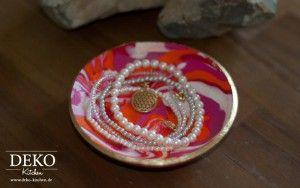 Aus Fimo kann man wunderschöne kleine Dekoschalen selber machen!