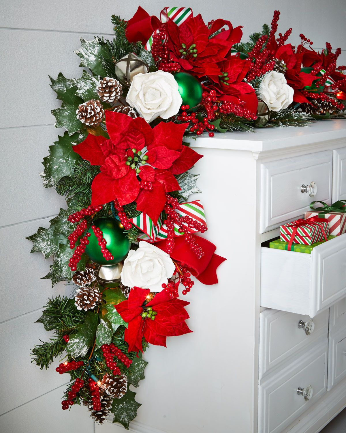Classic Red & Green Pre-Lit 6' Christmas Garland (With ...