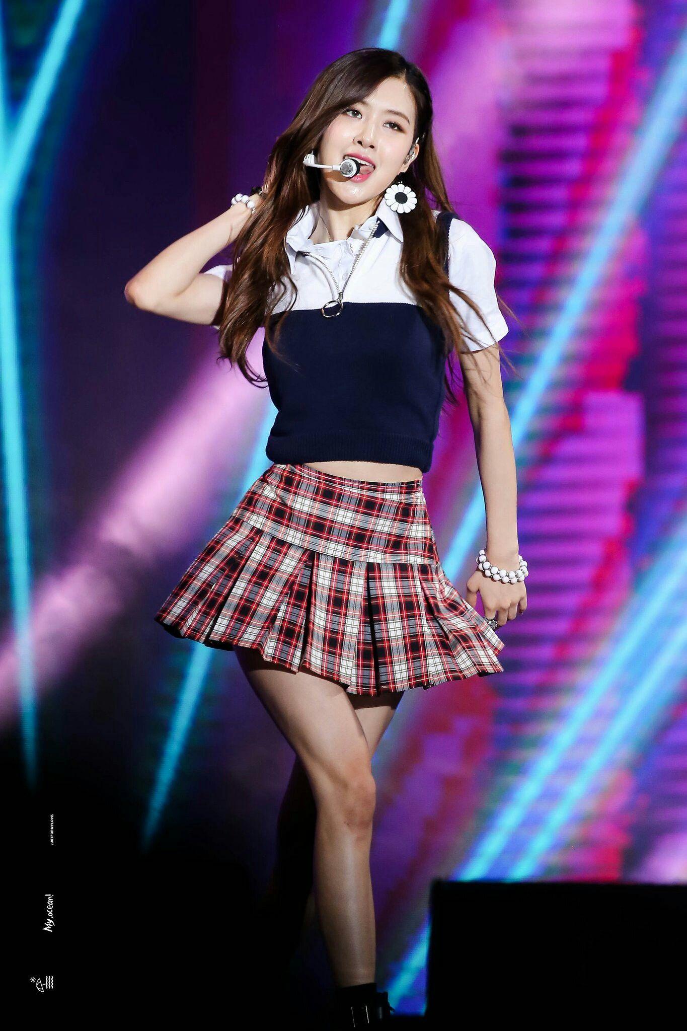 Blackpink Rose Kpop Girls Blackpink Rose Performance Outfit