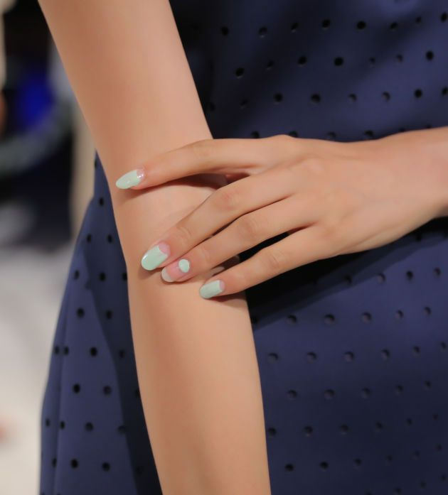 Negative space nails in mint green! At Charlotte Ronson: http://beautyeditor.ca/2014/09/14/charlotte-ronson-spring-2015-nails