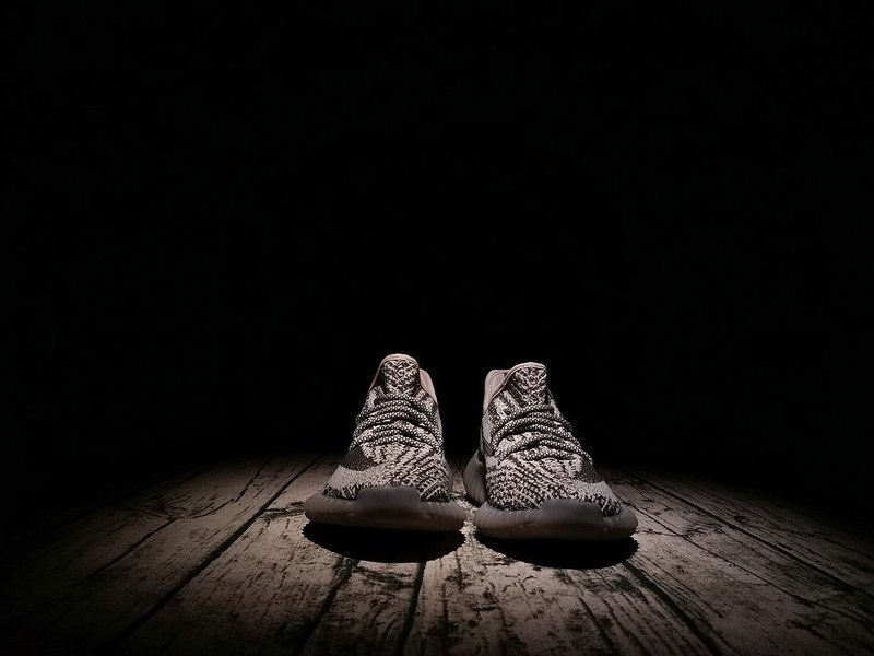 best authentic bce39 71adb Cheapest And Latest Authentic 2018 Adidas Yeezy Boost 350 V2 Glow In Dark  BB1829 BY1604 Truth ...