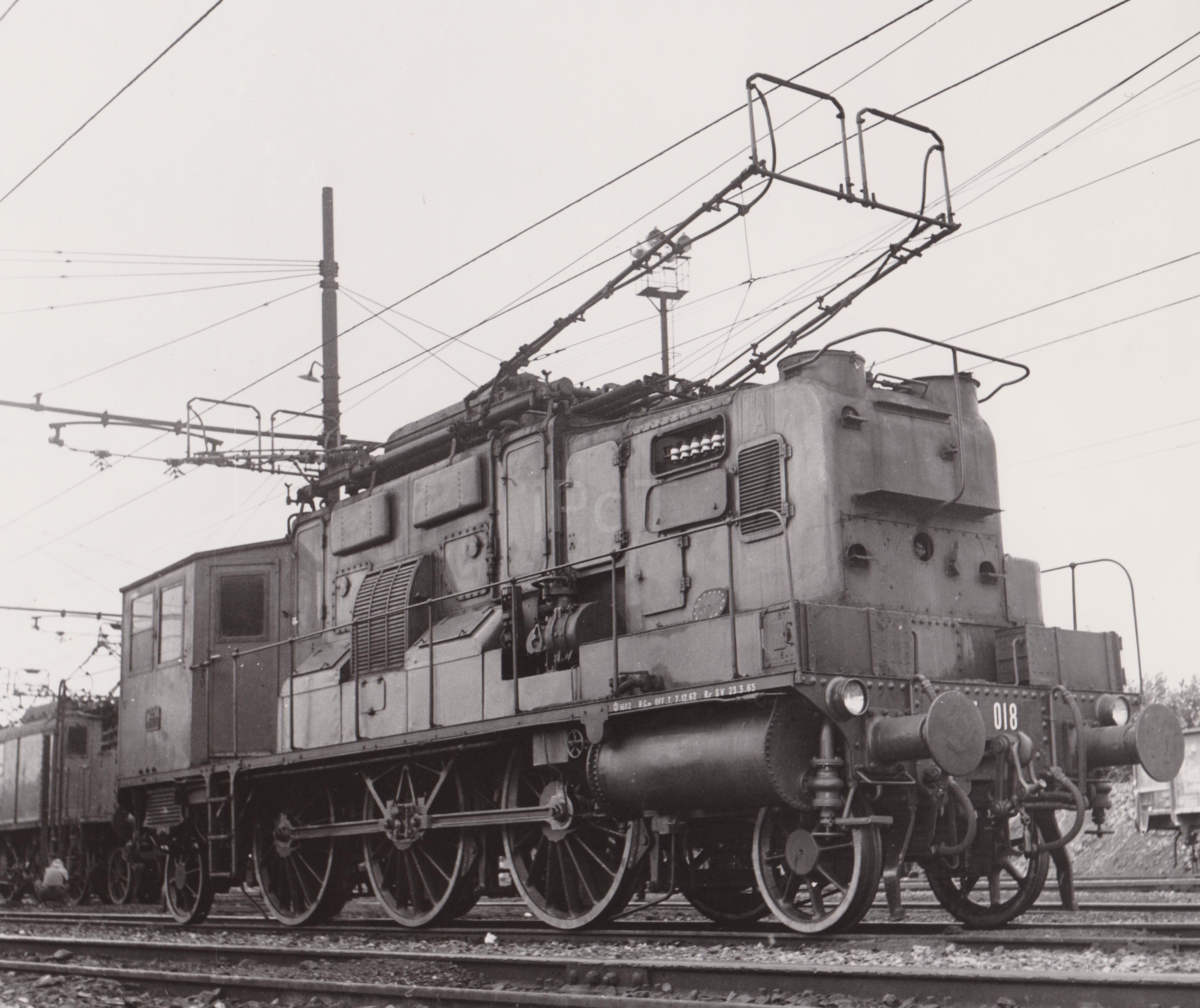3823 Faller e-train//traccia 0-locomotiva con tender in nero//N