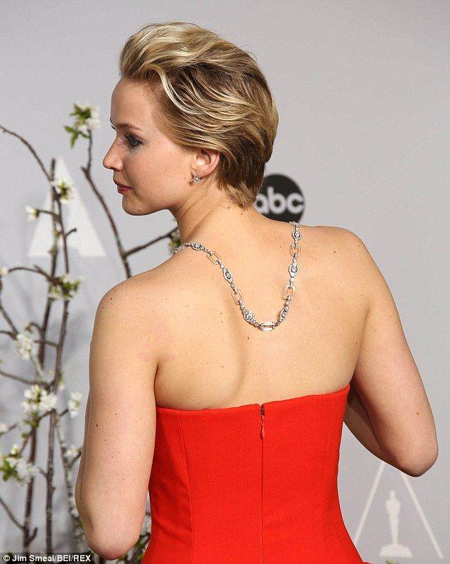 97745c92498af Jennifer Lawrence s backlace shows off a stunning scarlet backless dress.