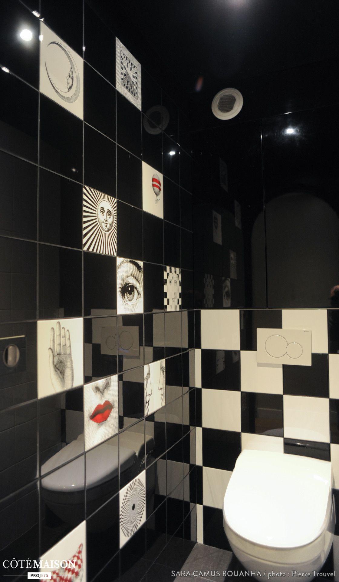 Dans ces toilettes wc suspendu avec carrelage noir et for Carrelage toilette suspendu