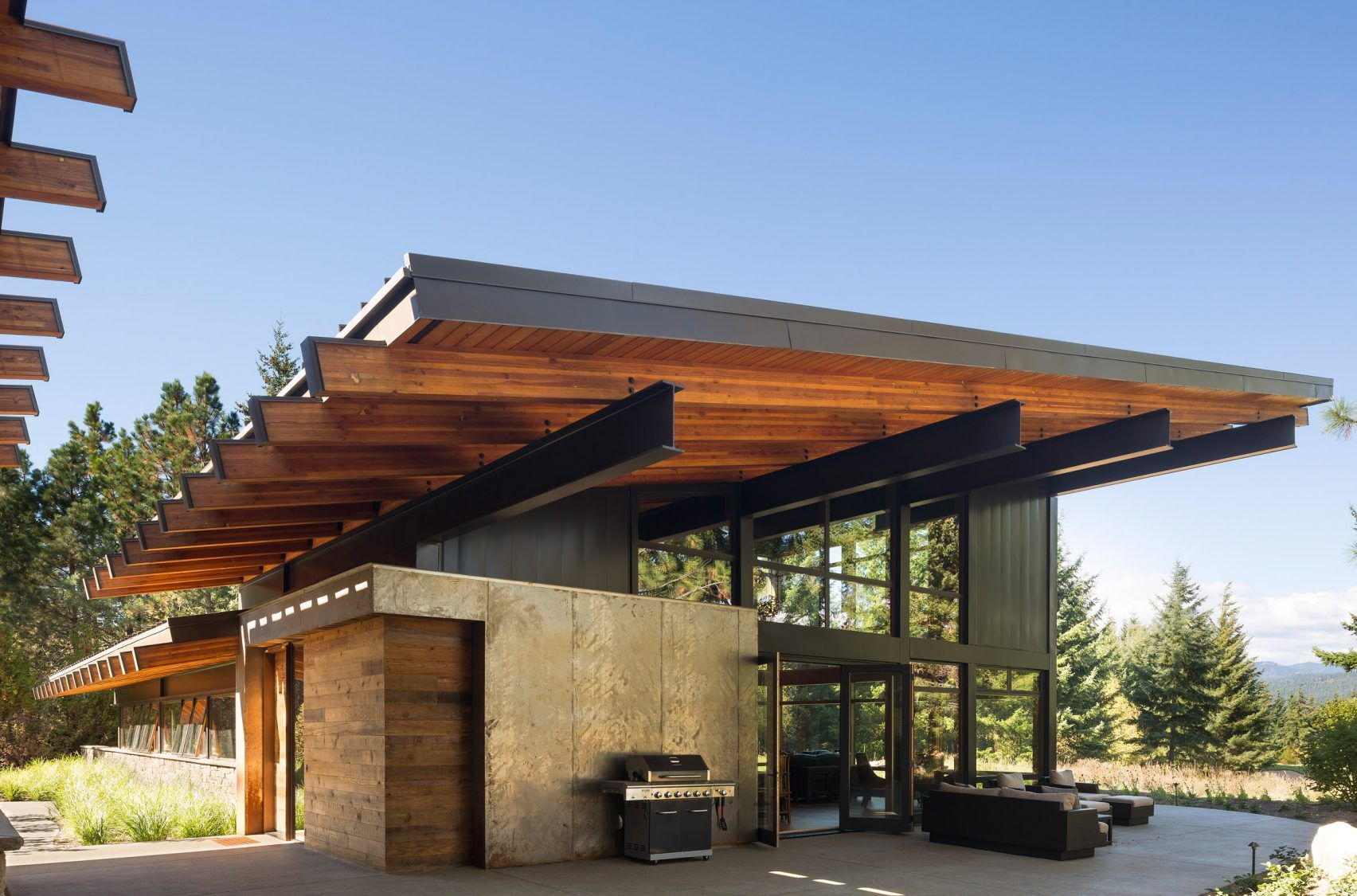 Steel Beams Support Dramatic Roof Overhangs At Washington