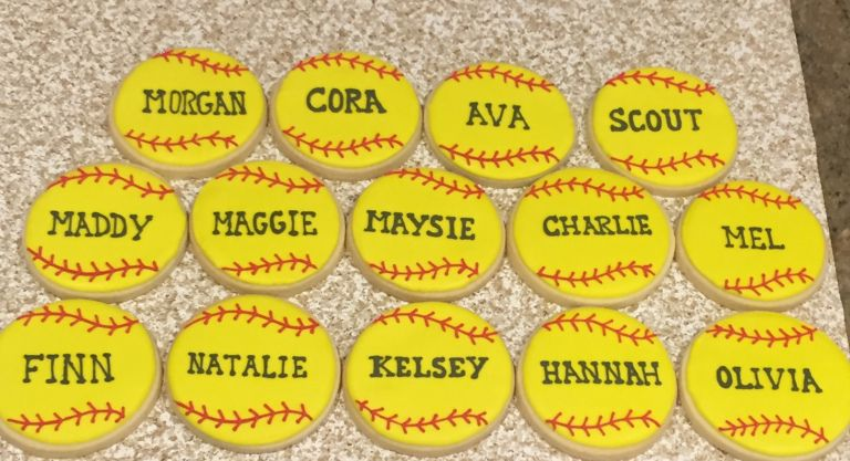 Making Softball Team Cookies are easy. Royal Icing #easyroyalicingrecipe
