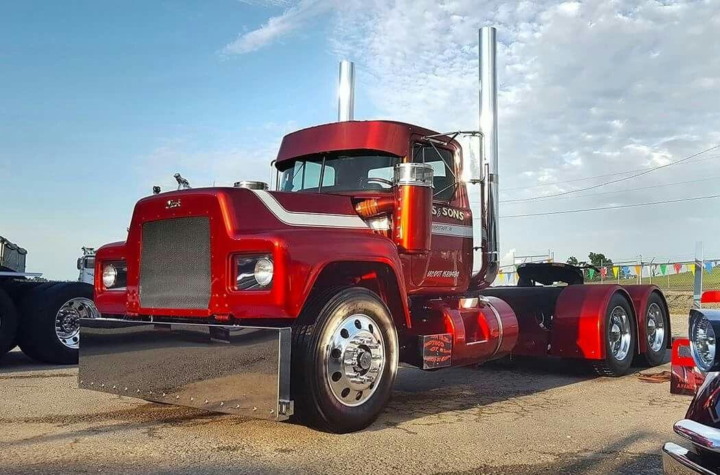 Slick Custom R Model Mack With Images Mack Trucks Trucks Big