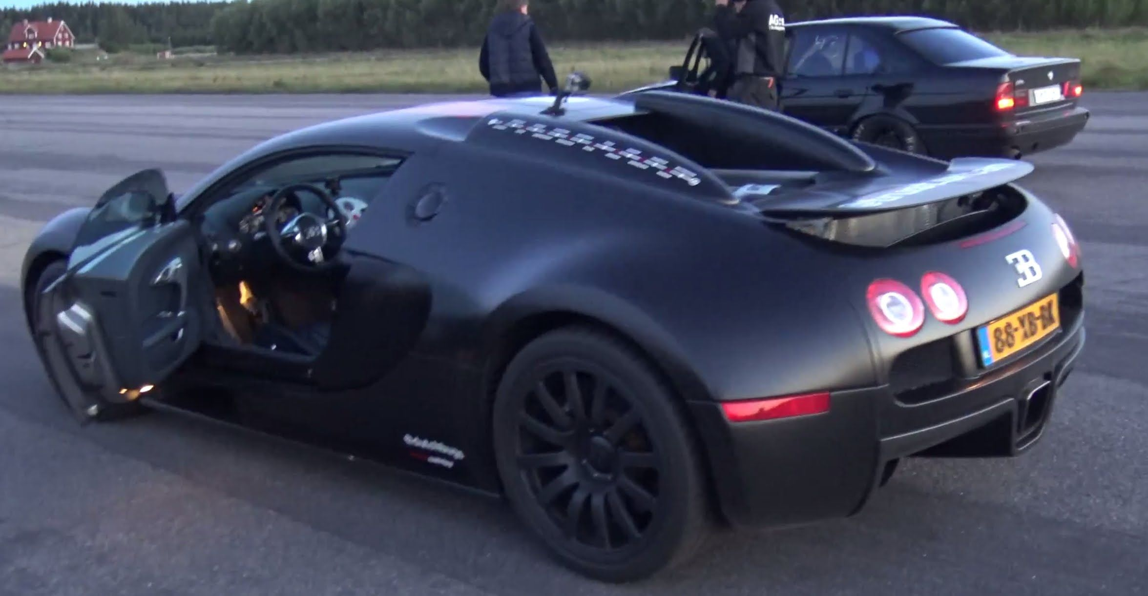 The Bugatti Veyron Monster Supercar With Its Engine Was Taking On The BMW  By AG And It Won.