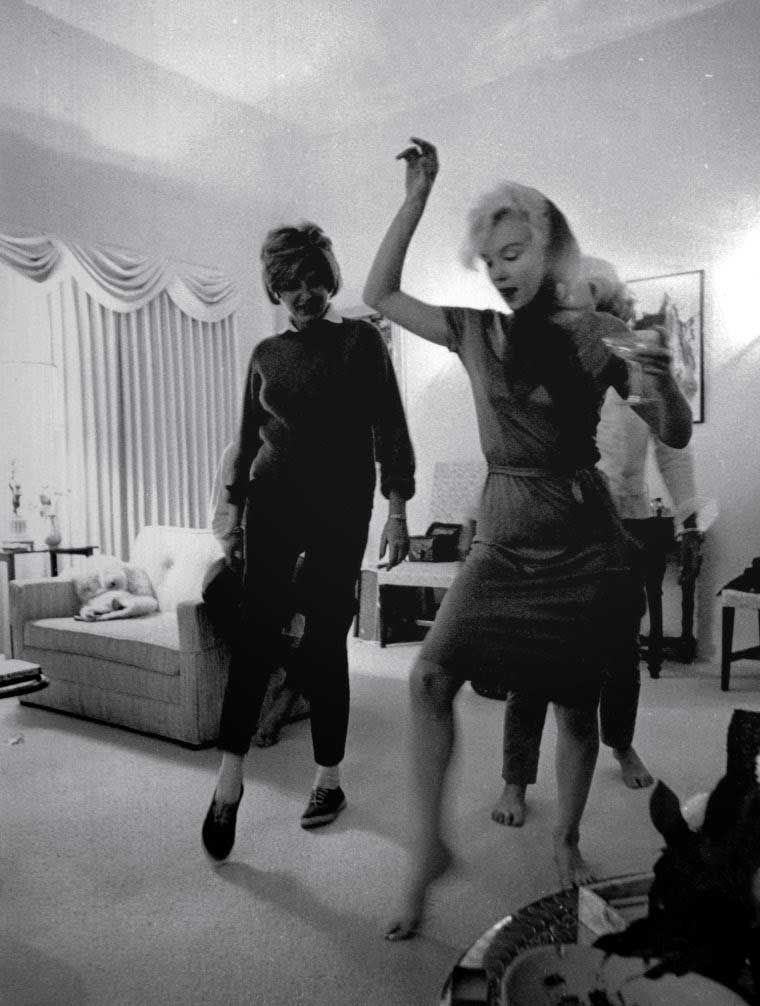 Marilyn Monroe Living Room Decorations: Marilyn Monroe Teaching Patricia Kennedy Lawford How To