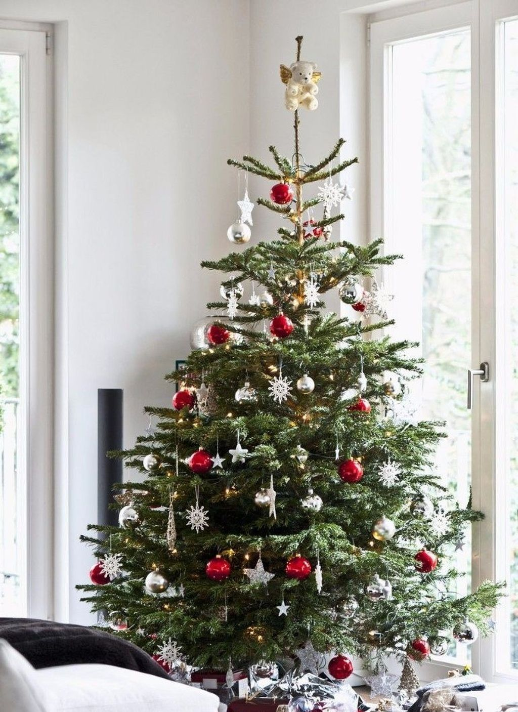 50 stylish modern scandinavian christmas tree decor ideas - Modern christmas tree ideas ...