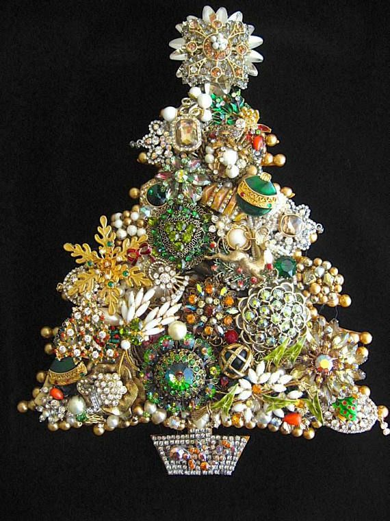 Merry Bright Vintage Jewelry Christmas Tree Of Green And Gold This Hand Layered Jewelry Tree Is Jewelry Christmas Tree Jeweled Christmas Trees Jewelry Tree