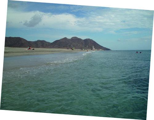 La playa del Centro de la Tierra (Almería), en La Huerta del Retiro, de Julio José de Faba, su blog en FronteraD