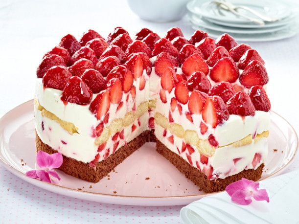 italienische erdbeer mascarpone torte rezept tortak pinterest erdbeer mascarpone torte. Black Bedroom Furniture Sets. Home Design Ideas