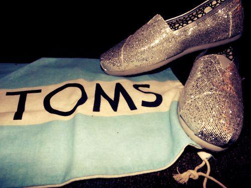My birthday present from Megan & Victor! Toms = <3