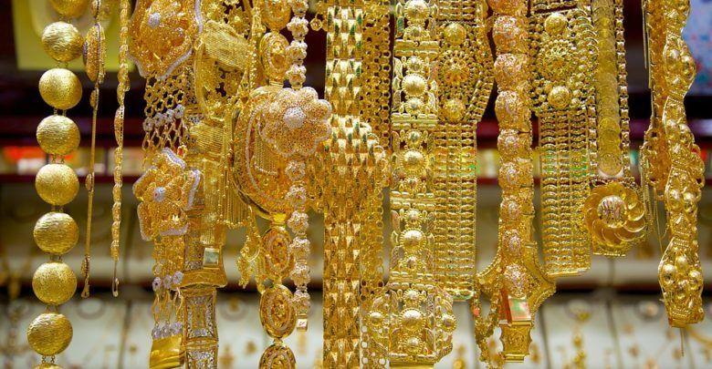 تفسير رؤية الذهب وإهدائه في المنام للمتزوجة والحامل In 2020 Gold Souk Gold Buyer Buy Gold Jewelry