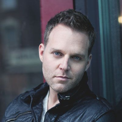 This past Christmas, Matthew West picked up his guitar, but his writing partner, Earl the Girl (his pug dog), just wasn't up to the challenge. #matthewwest #artistspotlight #familyliferadio