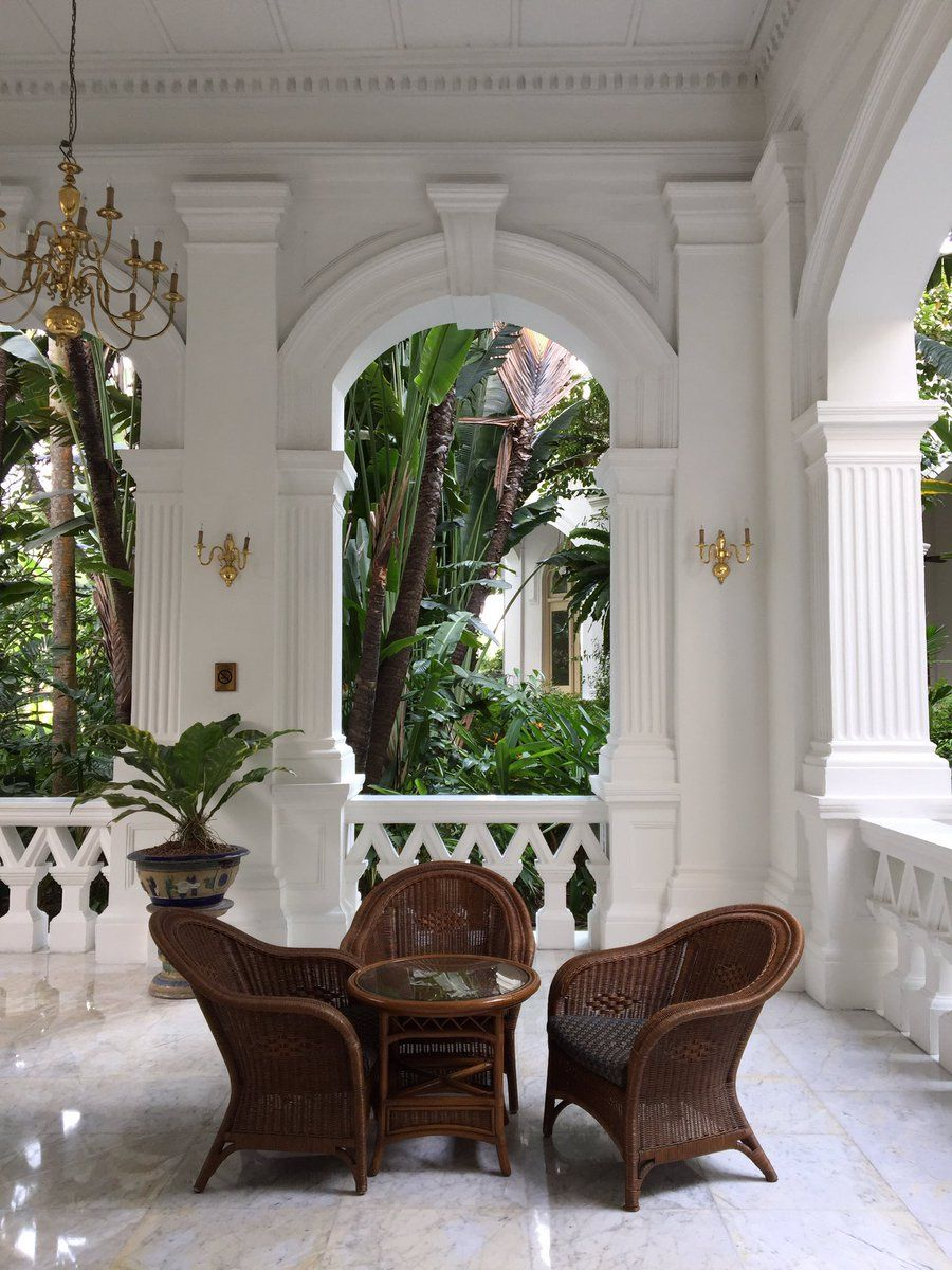 British colonial style raffles hotel singapore my for Hotel decor for home