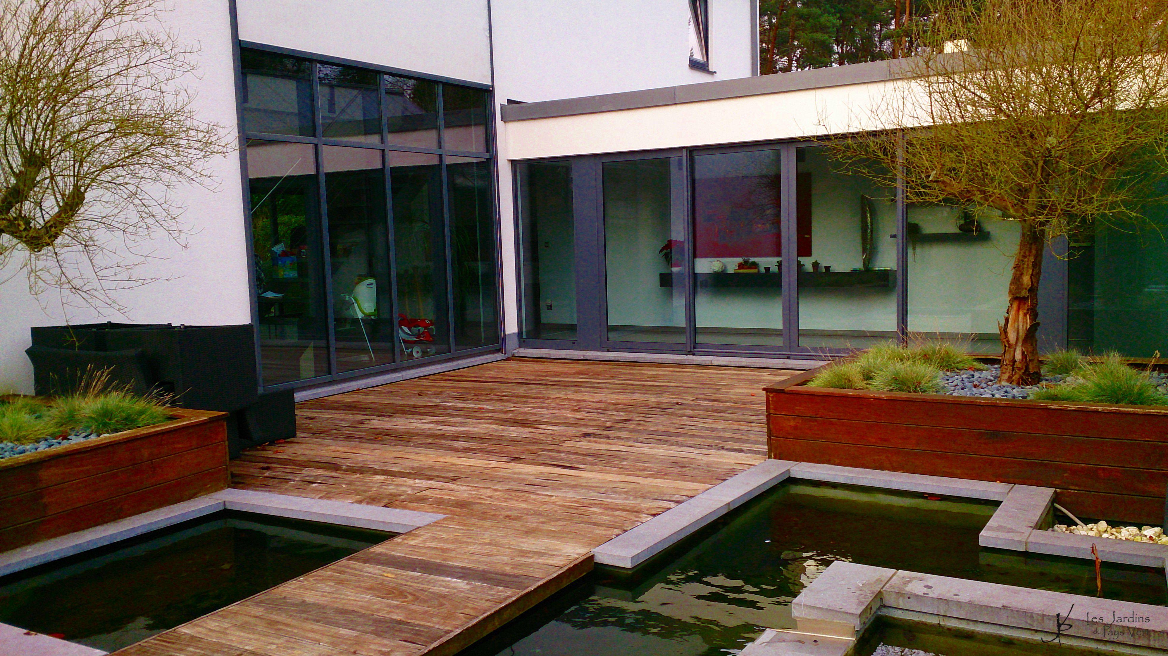 Terrasse patio contemporaine dans un de mes jardins mons - Amenagement terrasse et jardin photo ...