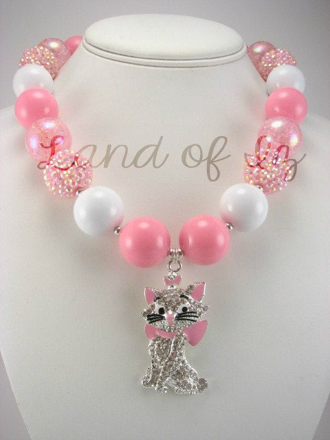 This adorable chunky necklace featuring Marie from the movie Aristocats is perfect for any cat fan! The pink and white are a great combination and can