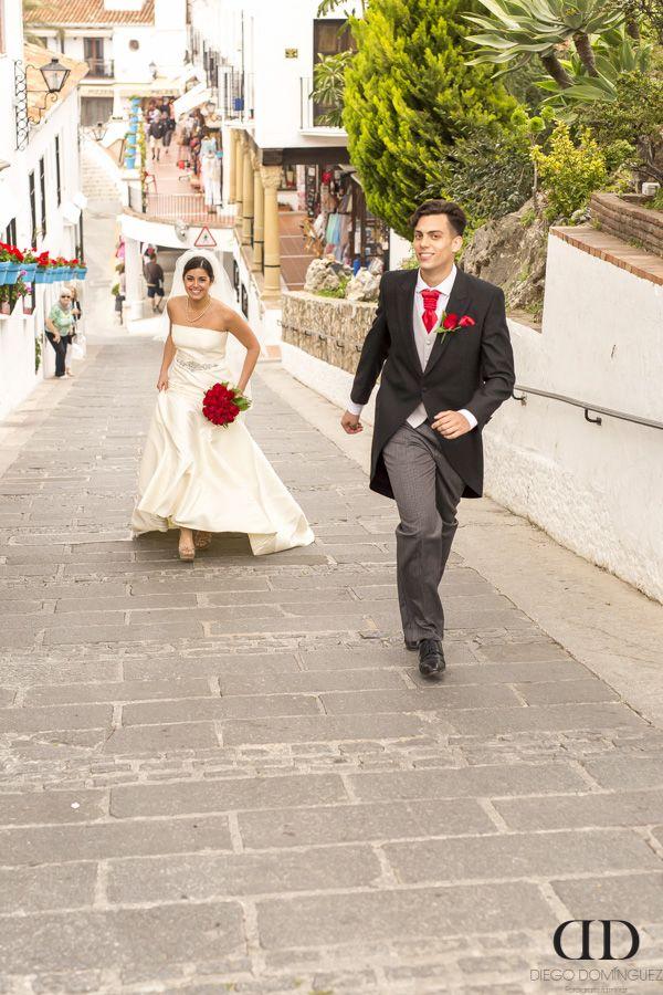 Viva los novios! #bodas #fotografo #weddingphotography #photographer #marbella #malaga #fuengirola #mijas #andalucia #fotografodebodas #spain #españa #novio #novia #novios #bride #groom #wife #husband www.diegodominguezfoto.com