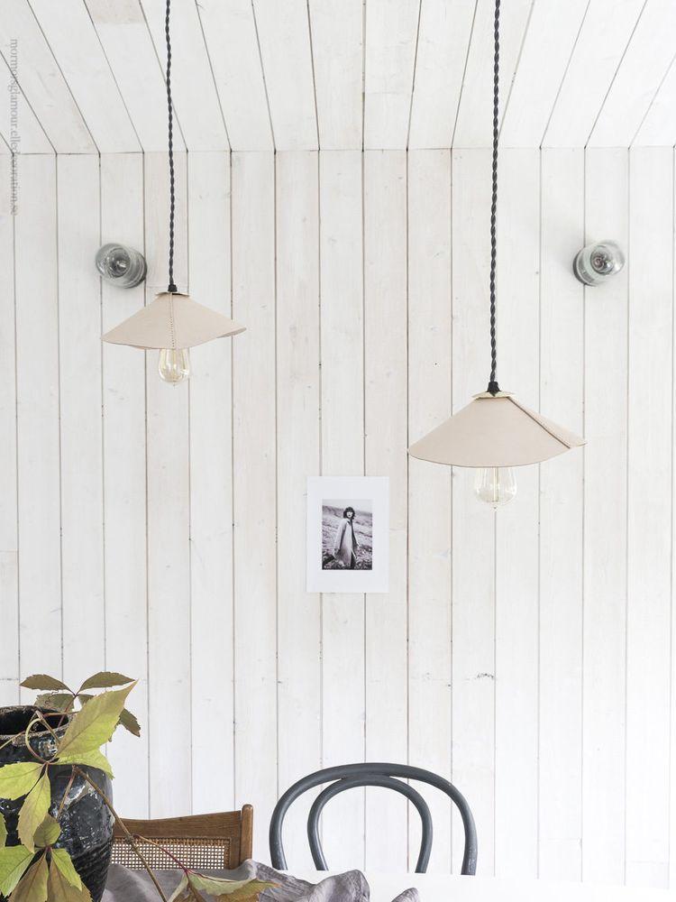 DIY: Gör en vacker skomakarlampa i ljust läder och