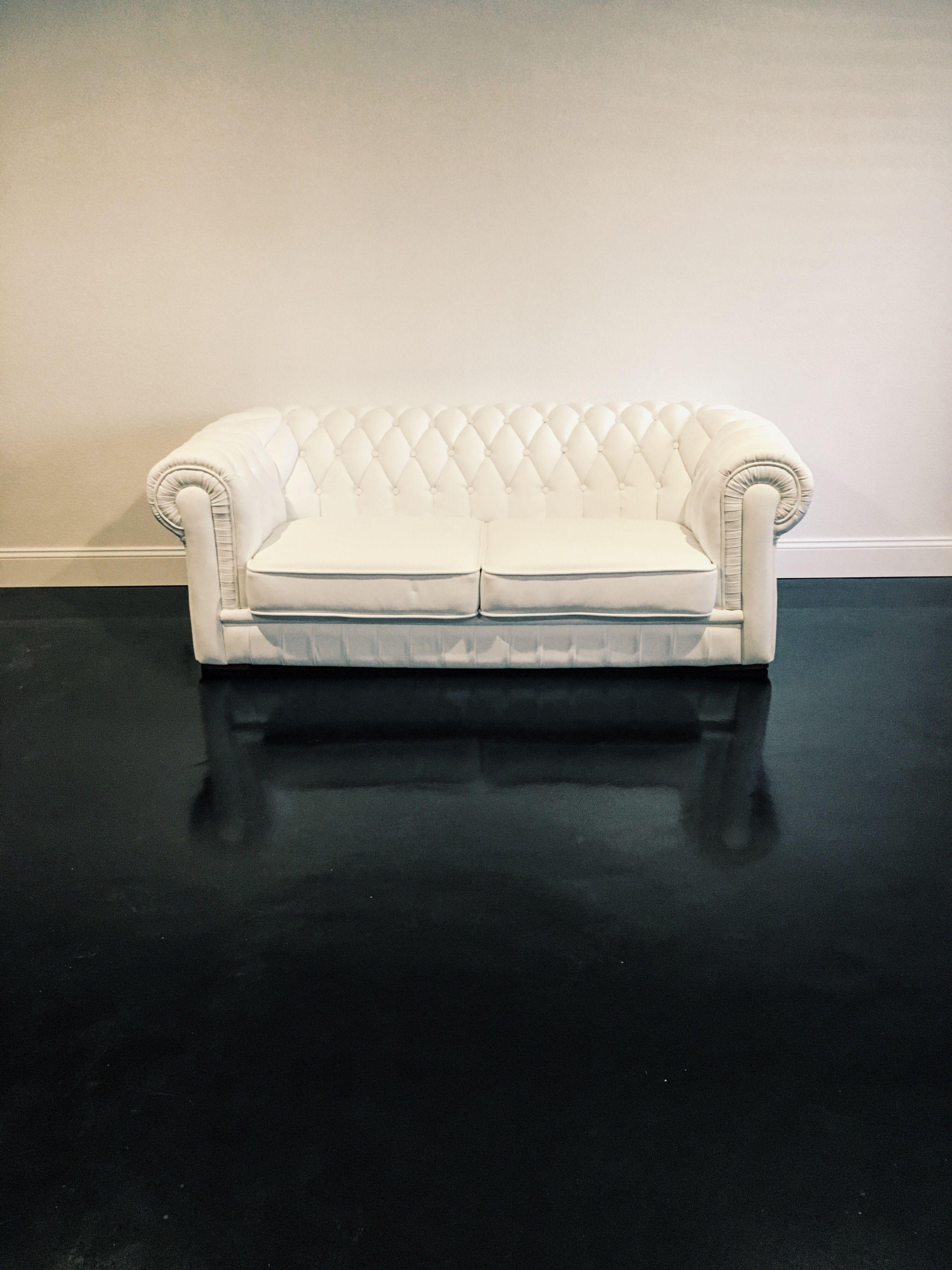 Terrific White Sofa On Satin Finish Black Floor Its The Inside Uwap Interior Chair Design Uwaporg