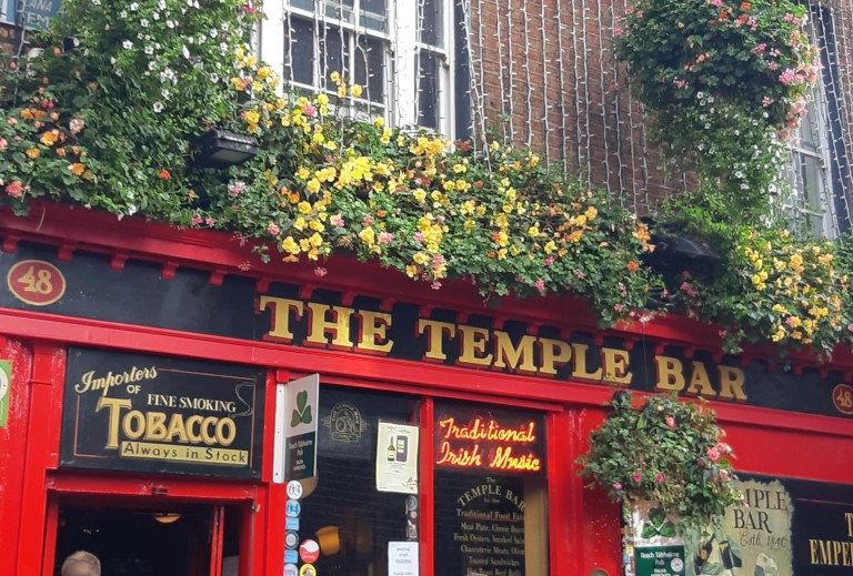 how to get from dublin airport to temple bar