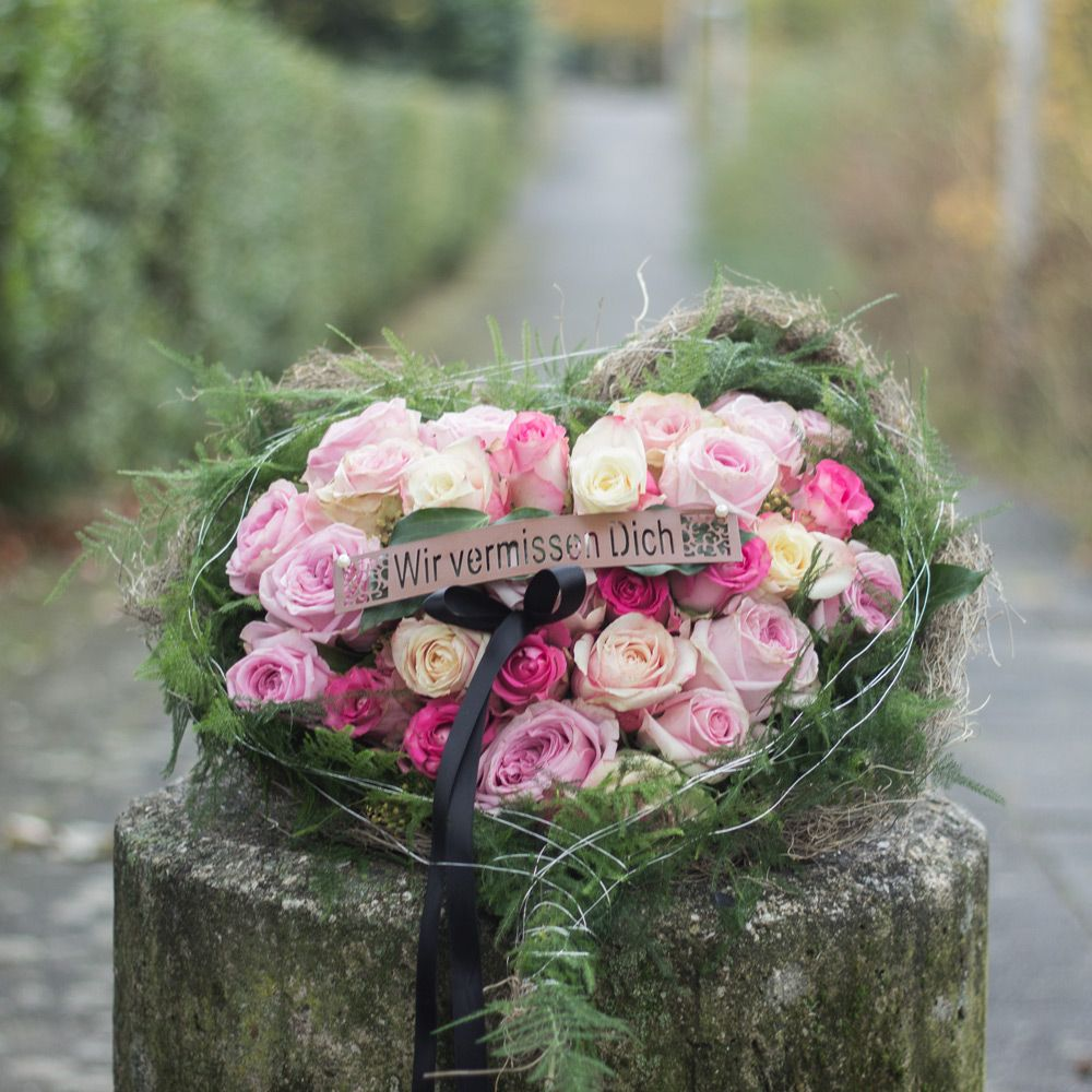 Trauerfloristik | Trauerfloristik | Funeral urns, Floral ...