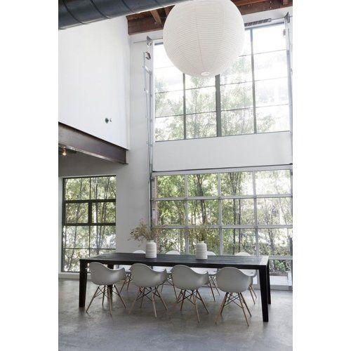 2er Set Eames DAW Stuhl In Weiß An Schwarzer Tafel