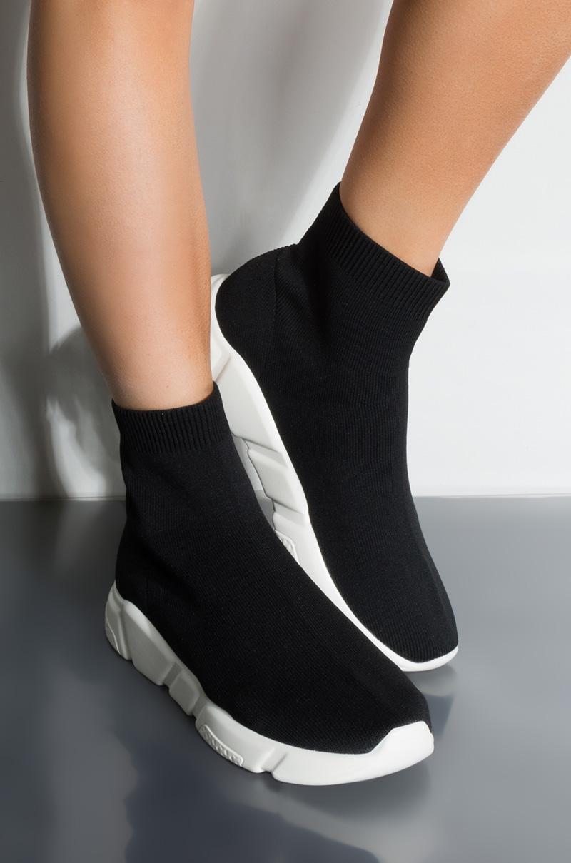 AKIRA Label Tight Knit Slip On Sock