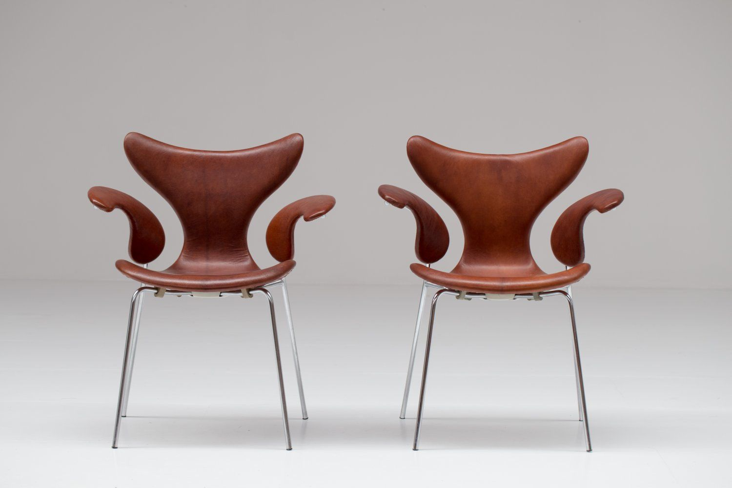 arne jacobsen furniture. Pair Of Leather Seagull Chairs By Arne Jacobsen Furniture F
