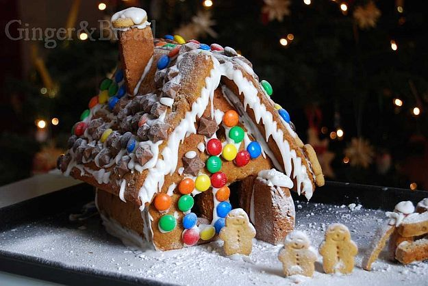 Cute gingerbread house charmingly ideas also special sweet treats and rh pinterest
