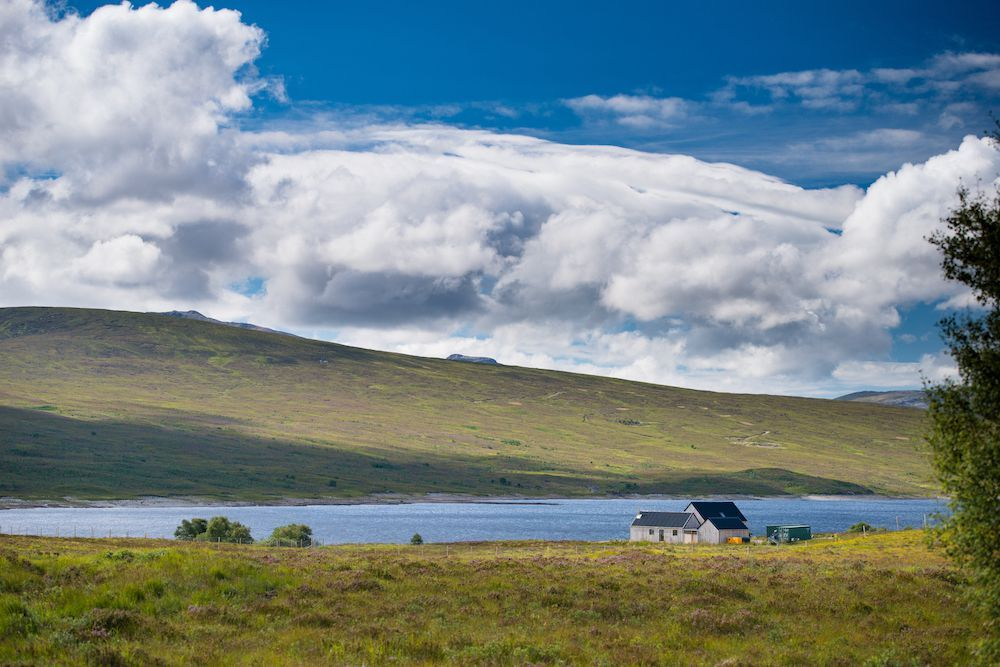 Beautiful offgrid cottage with loch views for sale in the