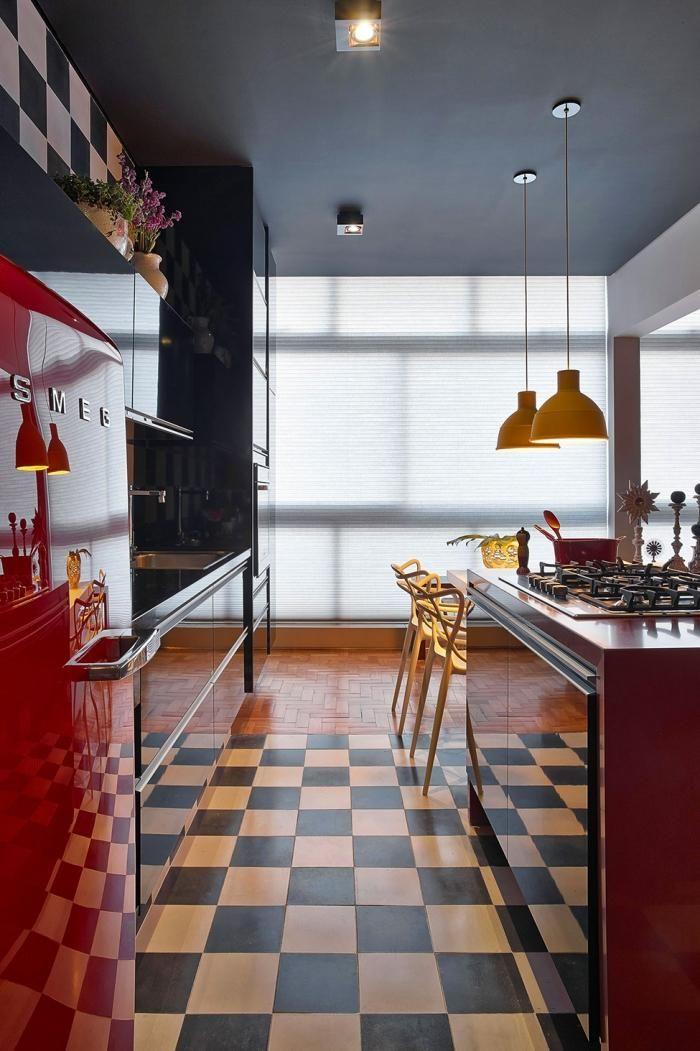 Bodenfliesen im Schachbrettmuster in einer Retro Küche   ┈ʜ◯╱ˇ╲ᄐ ...