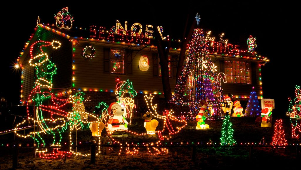 Beautiful Christmas Lights On Houses Wallpaper