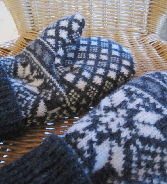 Tee-se-itse-naisen sisustusblogi: Fleece Lined Mittens Out Of Old Recycled Wool Sweater