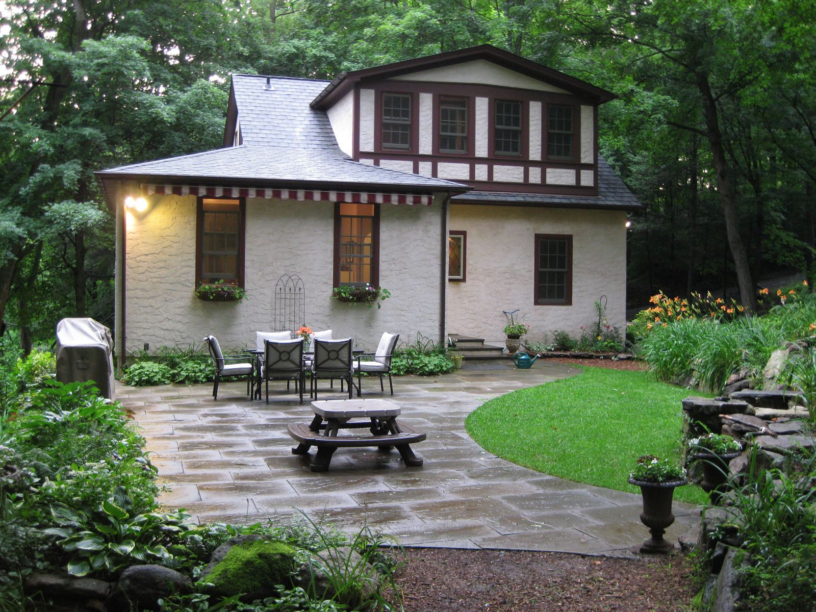 Stucco Cottage In The Woods Of Chappaqua Traditional Exterior