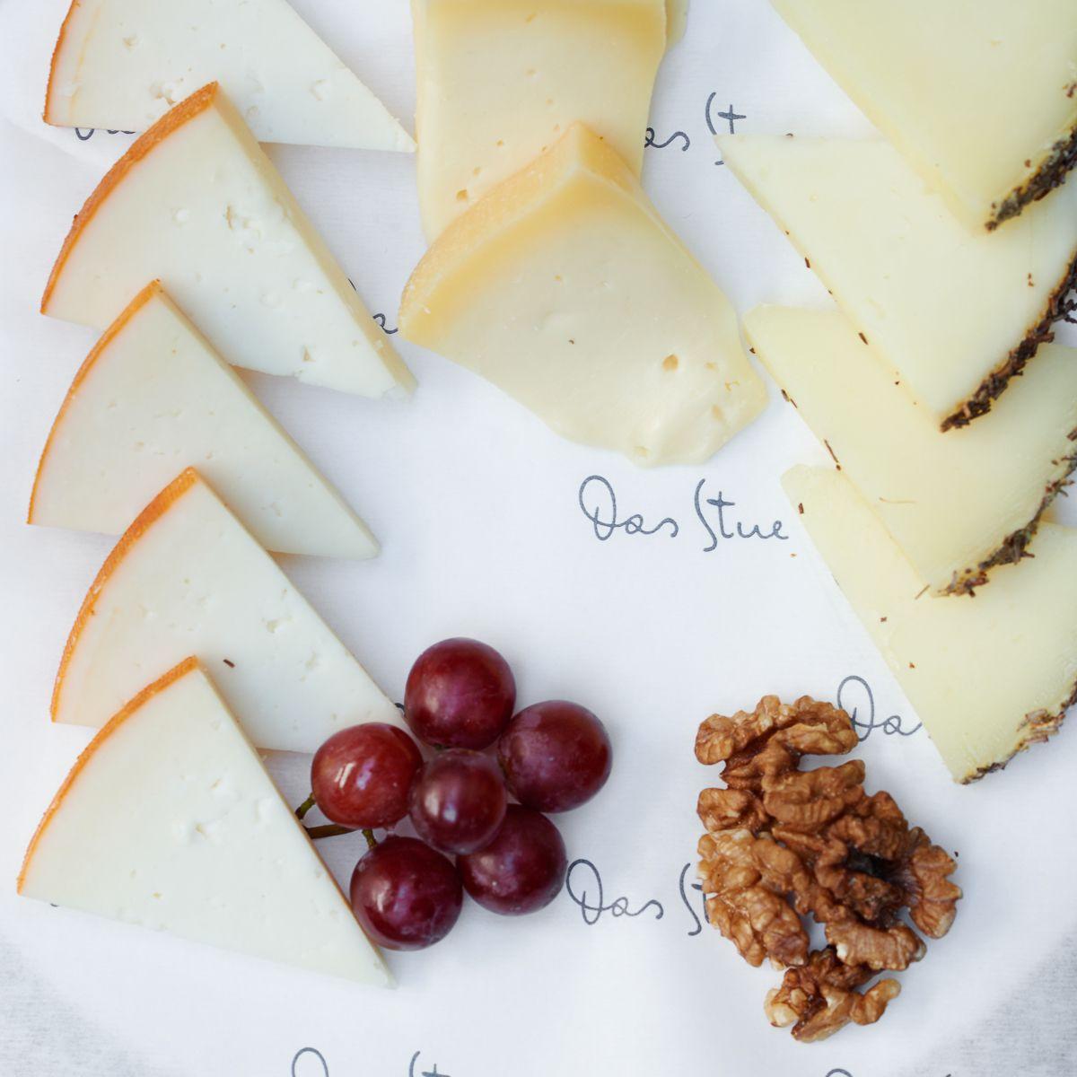 Große Auswahl an exklusiven Käsesorten beim Sonntags-Brunch im Hotel Das Stue in Berlin Tiergarten