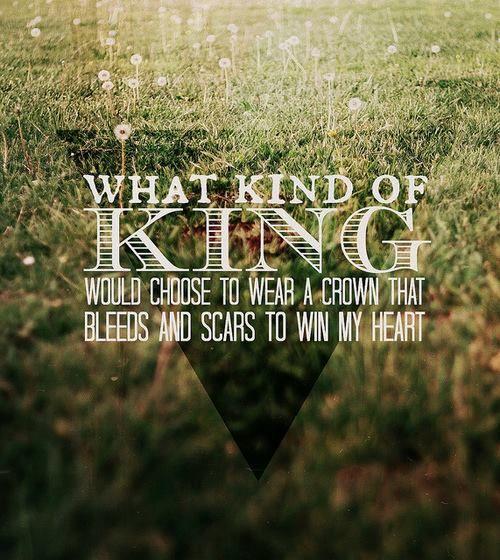 Oh how he loves us.  que tipo de rei escolheria usar uma coroa que sangra e cicatrizes para ganhar meu coração?