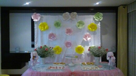 Pared con flores de papel