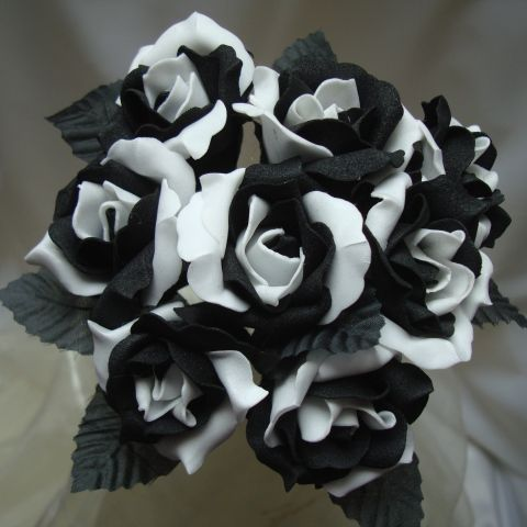 Choose To Be Classy And Have A Black White Wedding Bouquet 2