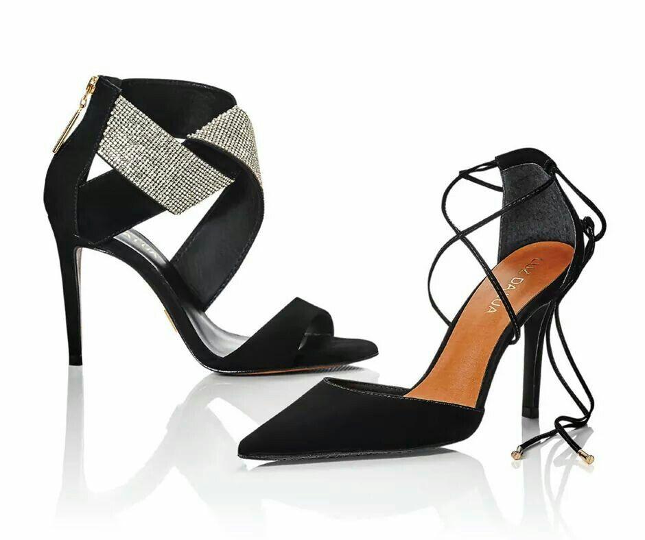 Essas sandálias glamourosas você pode conferir no nosso novo minicatálogo, recheado de novidades. Busque o seu na Luz da Lua mais próxima. Confira qual loja fica mais perto: http://ow.ly/UqKye ou veja o virtual em: http://ow.ly/Ur0VT. Referências: S58231V46   S29519CV46