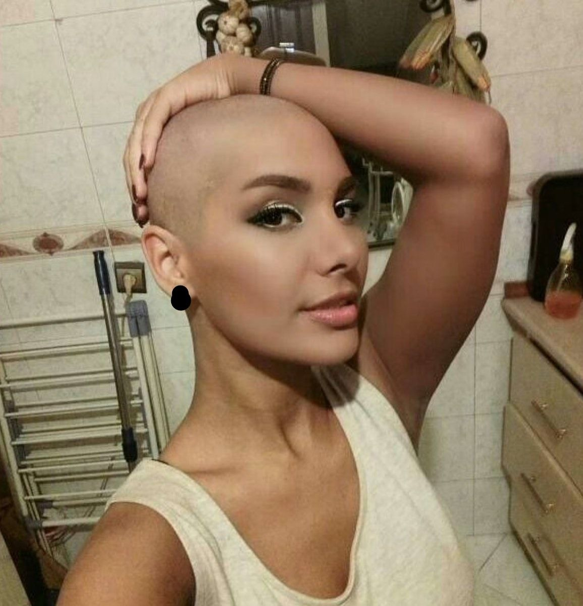Sexy bald hair style — pic 15