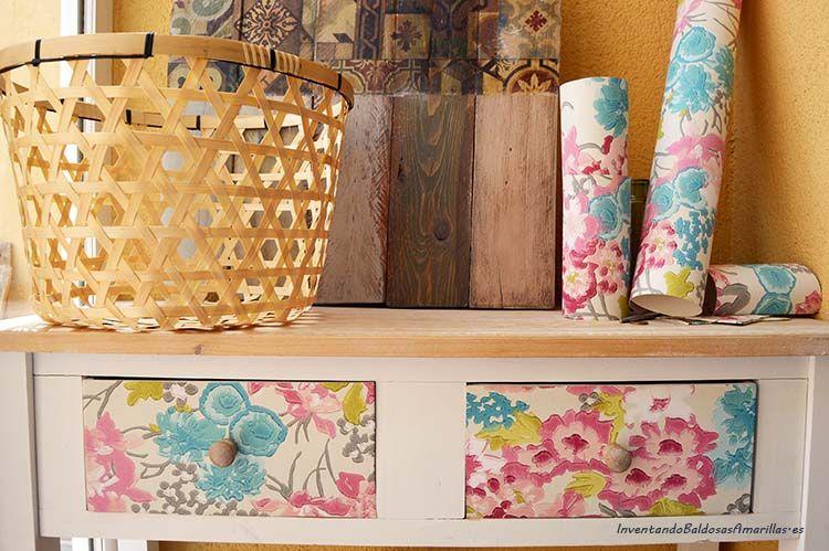 Os mostramos como decorar un mueble con papel pintado y cambiar el aspecto decorando los cajones - Como decorar un mueble con papel pintado ...